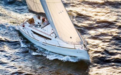 Jeanneau Sun Odyssey 379, doble vencedor de los premios Boat of The Year 2012