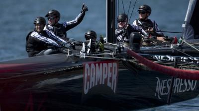 Emirates Team New Zealand domina la 2ª jornada
