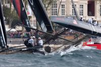 Team NZ y Oracle ganan primeras regatas en series mundiales de Nápoles